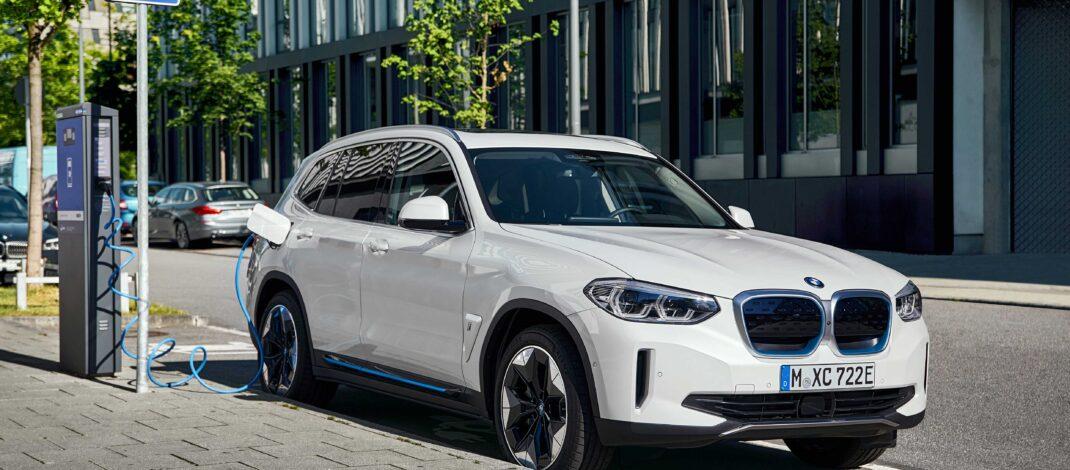 Yeni BMW iX3'ü 870.000 TL'den alınabilecek.